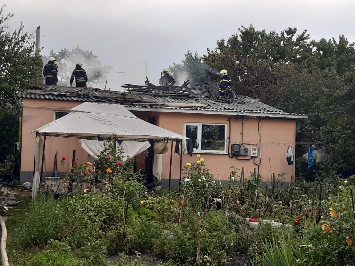 Под Киевом молния подожгла жилой дом