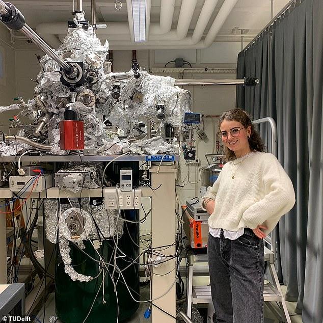 Самая маленька искусственная елка в мире - невидимая, она состоит из 51 атома (ФОТО) 3