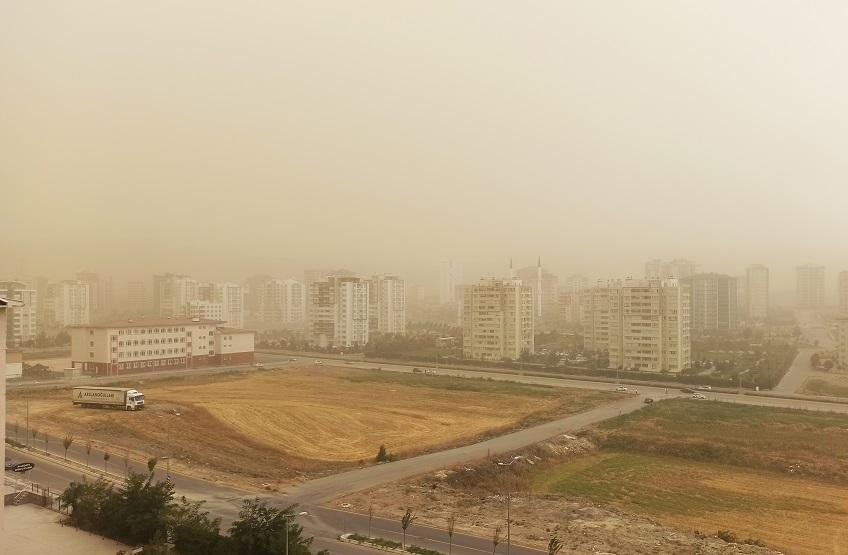 Мощнейший циклон обрушил наТурцию сильнейшую пылевую бурю