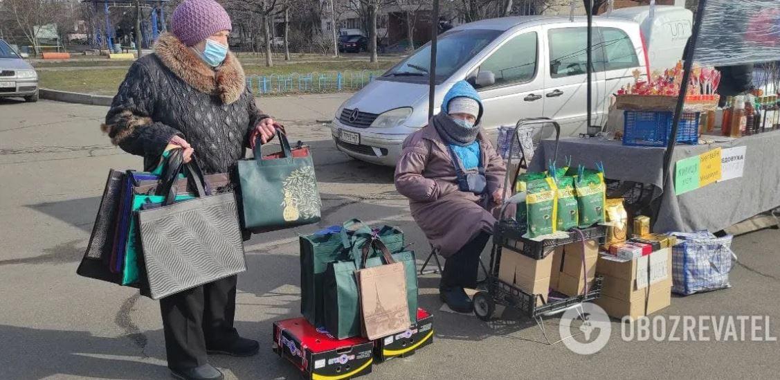 Первый день локдауна в Киеве: в маршрутках — густо, в ТРЦ — пусто (ФОТО)