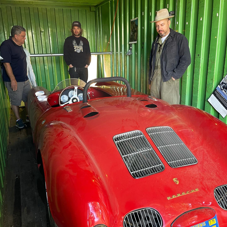 В морском контейнере обнаружили раритетный Porsche, простоявший там 30 лет (ФОТО)