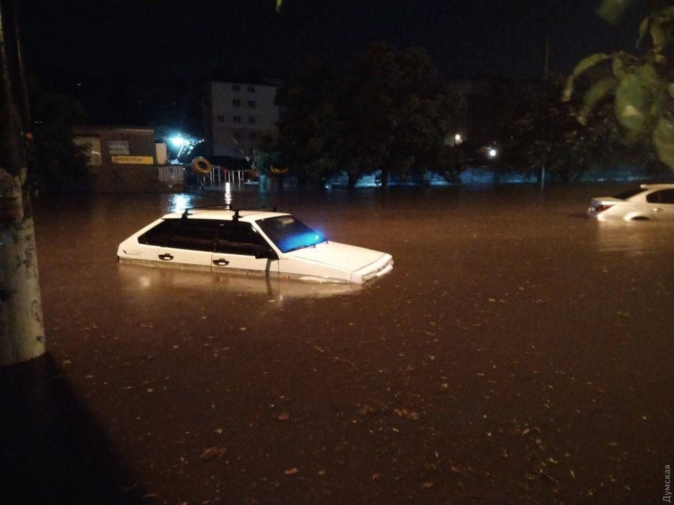 Нічна злива в Одесі наробила біди