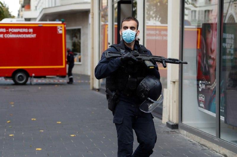 ВоФранции— 2-ая  задень атака сножом, правонарушителя  убили  полицейские