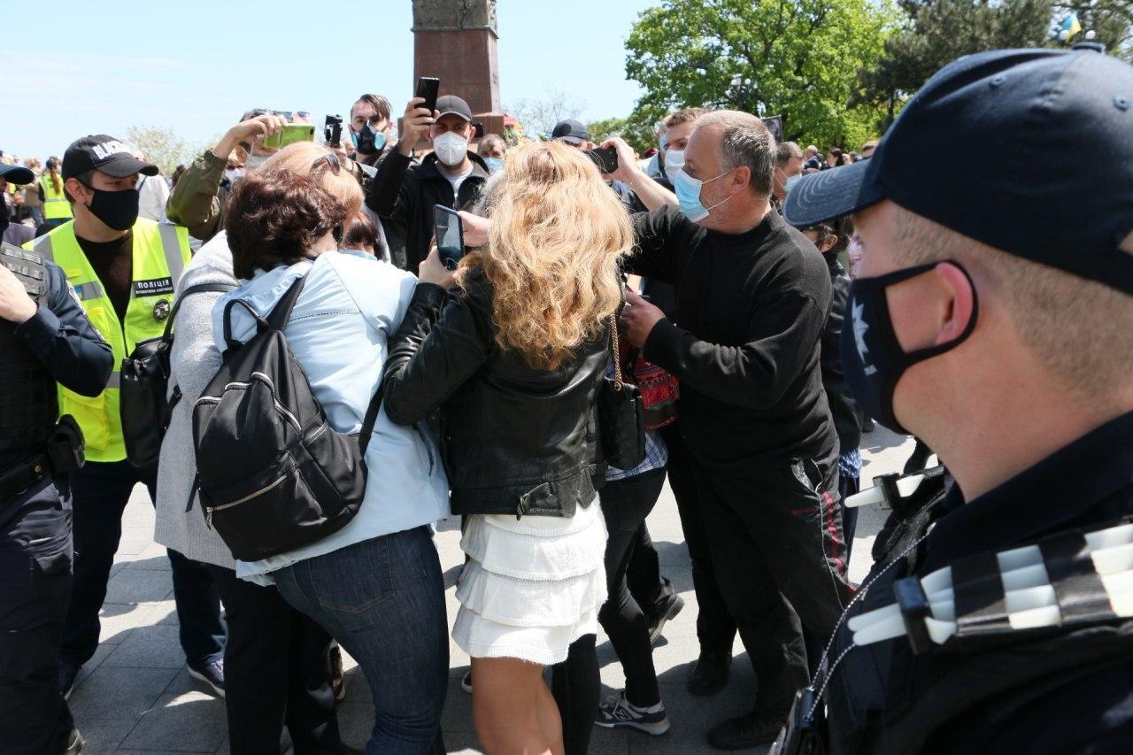В Одесі напали на журналістку через зауваження про георгіївську стрічку