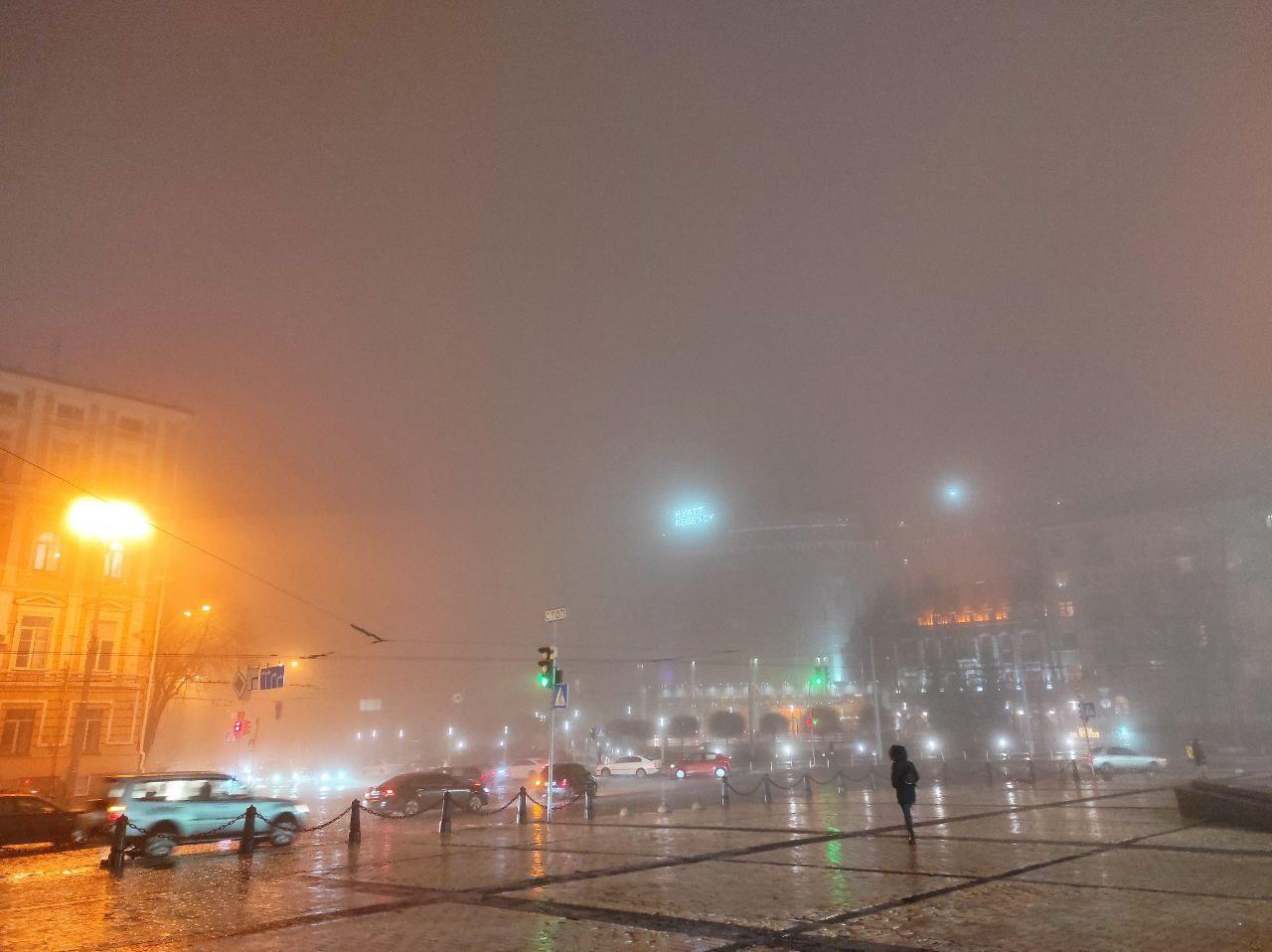 Киев в тумане: в Сети появились красивые фото столицы