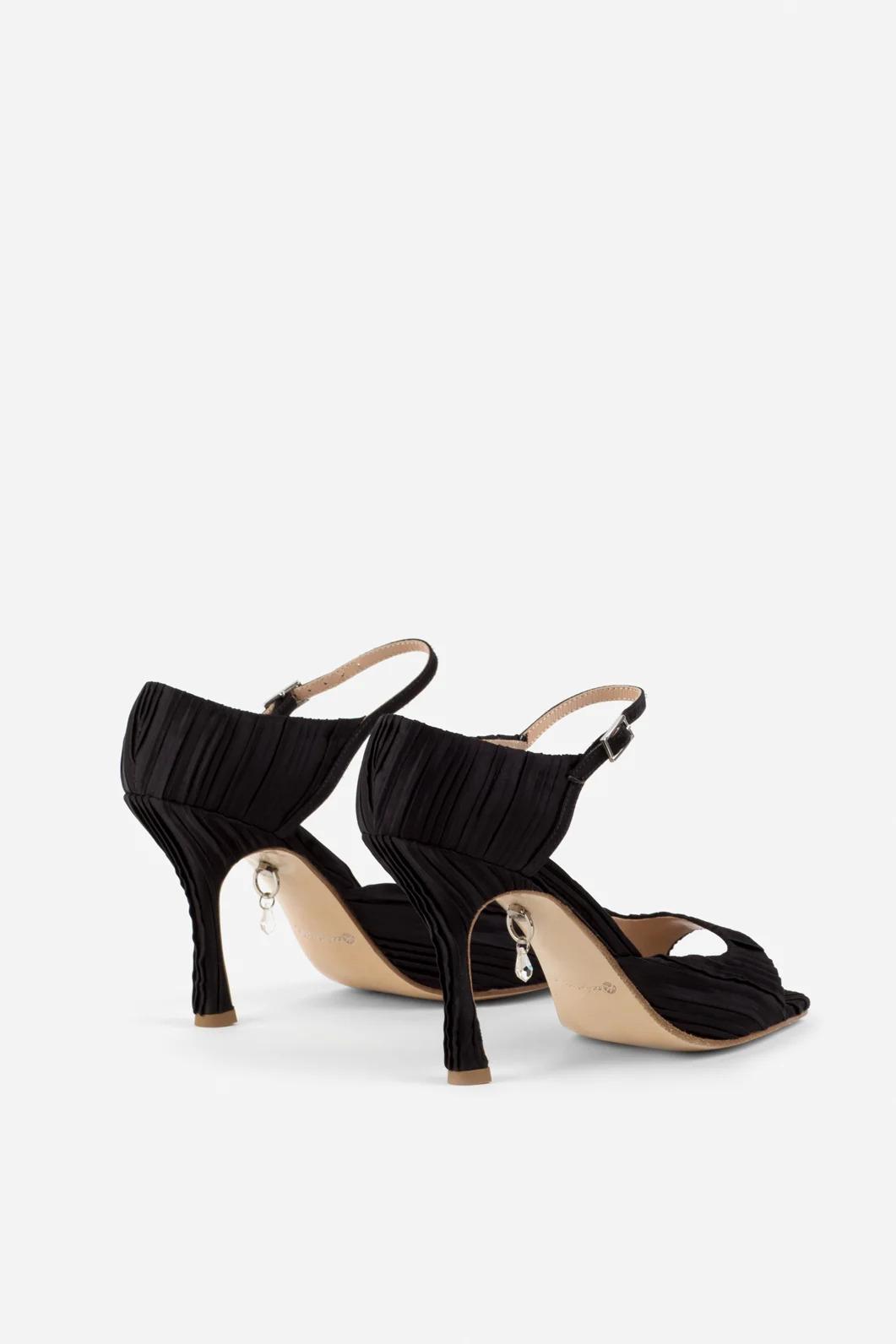 Тина Кароль выпустила коллекцию обуви - сколько стоят босоножки от певицы
