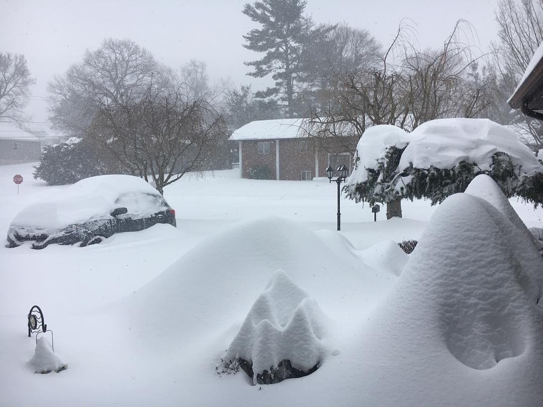 картинки много снега в городе основу композиции