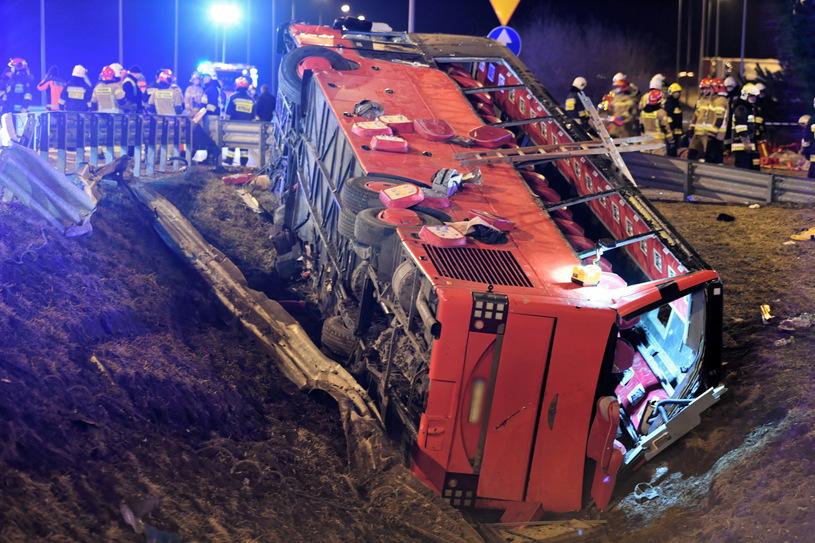 Автобус с украинцами упал с виадука. Подробности ДТП в Польше, в котором погибло 6 человек (ФОТО) 5