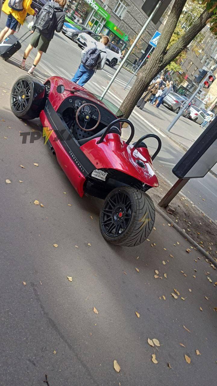 В Украине заметили неопознанное транспортное средство без номеров (фото) 2