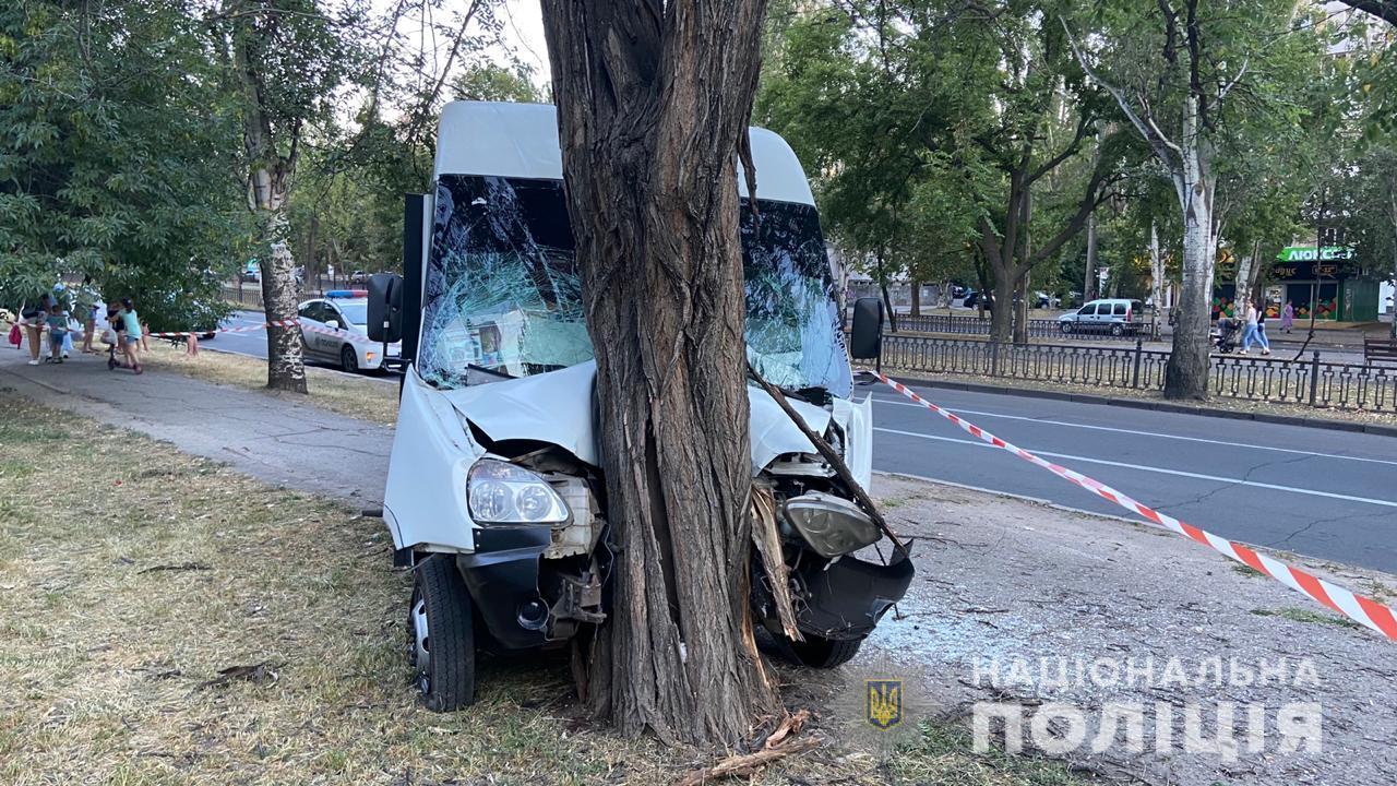 В центре Николаева произошло серьезное ДТП с маршруткой