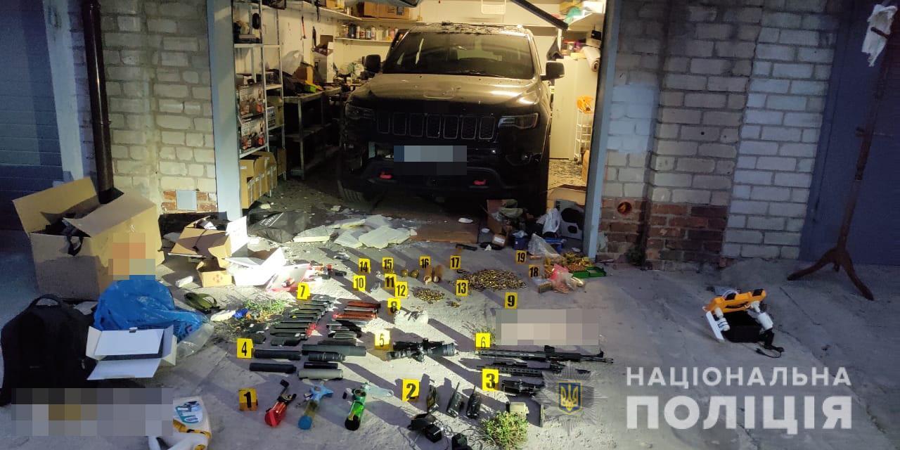 В гараже взорвавшего себя жителя Харькова полиция обнаружила большой арсенал оружия