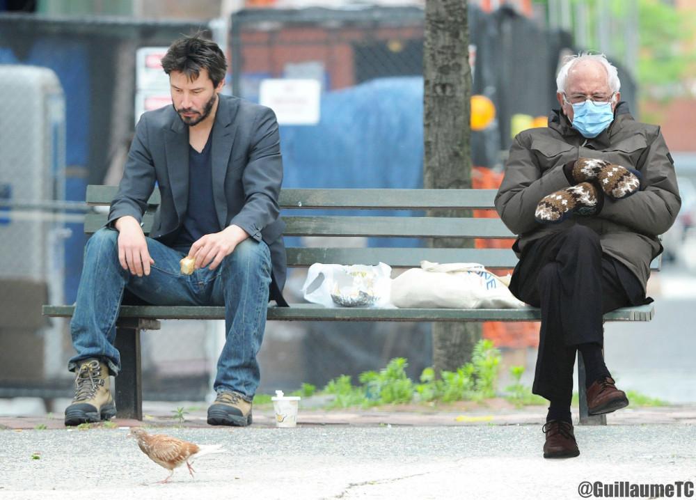 Фото Берні Сандерса в рукавичках стало головним мемом інавгурації Байдена
