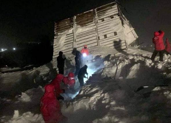 В Норильске лавина раздавила туристический домик, погибли люди (ФОТО, ВИДЕО) 7