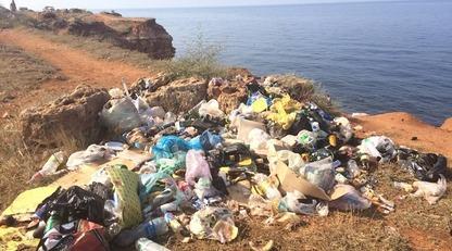 Уже и виновных нашли: в сети показали печальные фото побережья в Крыму