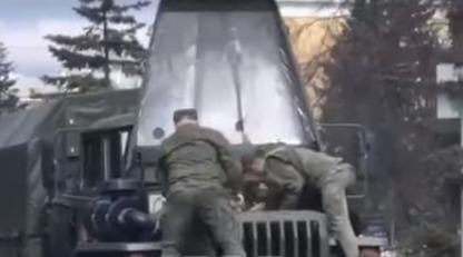У Росії під час параду загорілося військове авто - полум'я гасили ганчіркою: відео