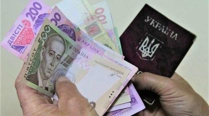Українцям почали виплачувати проіндексовані пенсії: кому додали 500 грн
