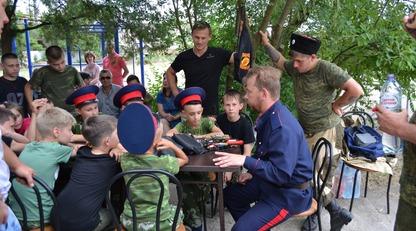 Слет ряженых: появились фото новой пропагандистской акции с детьми в Крыму