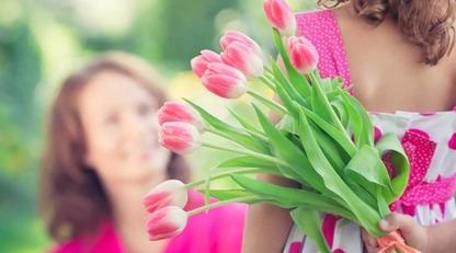Кращі привітання з Днем матері: красиві листівки і вірші