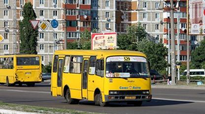 Це Троєщина, крихітко! Мережі вразило відео з водієм маршрутки в Києві