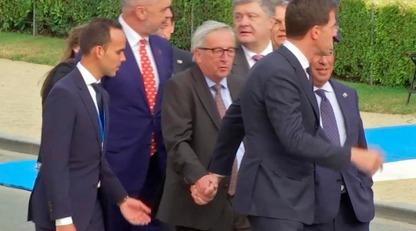 Не пьян, а принимал лекарства: соцсети озадачили фото и видео крупного чиновника ЕС на саммите НАТО