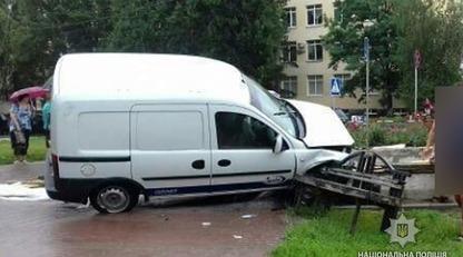 Жуткое ДТП в Полтаве: авто влетело в подземный переход, есть погибший