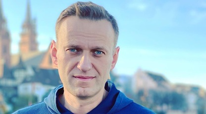 Літак з Навальним приземлився в Москві: відео