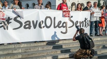 В Киеве в день рождения Сенцова провели акцию в его поддержку: эксклюзивные фото