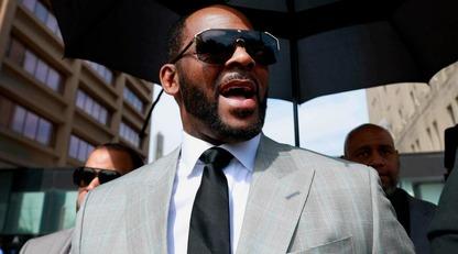 Суд выдал ордер на арест рэпера R. Kelly: его обвиняют в ряде сексуальнх преступлений/Сейчас певец содержится в тюрьме города Чикаго