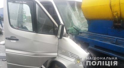 В Полтавской области столкнулись маршрутка и молоковоз