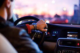 Ученые назвали песни, которые не стоит слушать в авто - повышают риск ДТП