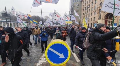 Підприємці йдуть маршем до Офісу президента: ексклюзивні фото та відео