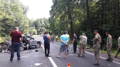 Под Львовом военные попали в смертельную аварию: фото, видео и последние подробности