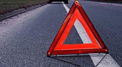 На трассе под Киевом авто на скорости снесло велосипедистку - девушка погибла на месте: видео